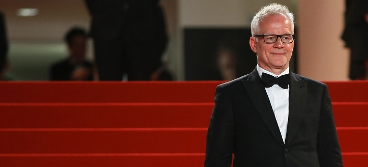 """The General Delegate of the Cannes Film Festival Thierry Fremaux waits for guests arriving for the screening of the film """"Valley of Love"""" at the 68th Cannes Film Festival in Cannes, southeastern France, on May 23, 2015. AFP PHOTO / VALERY HACHE"""